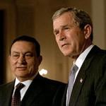 Obama tiene la oportunidad de hacer en Egipto lo que Bush no pudo hacer en Irak