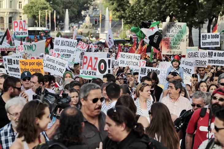 ESPAÑOLES SE MANIFIESTAN EN CONTRA DE ATAQUES DE ISRAEL